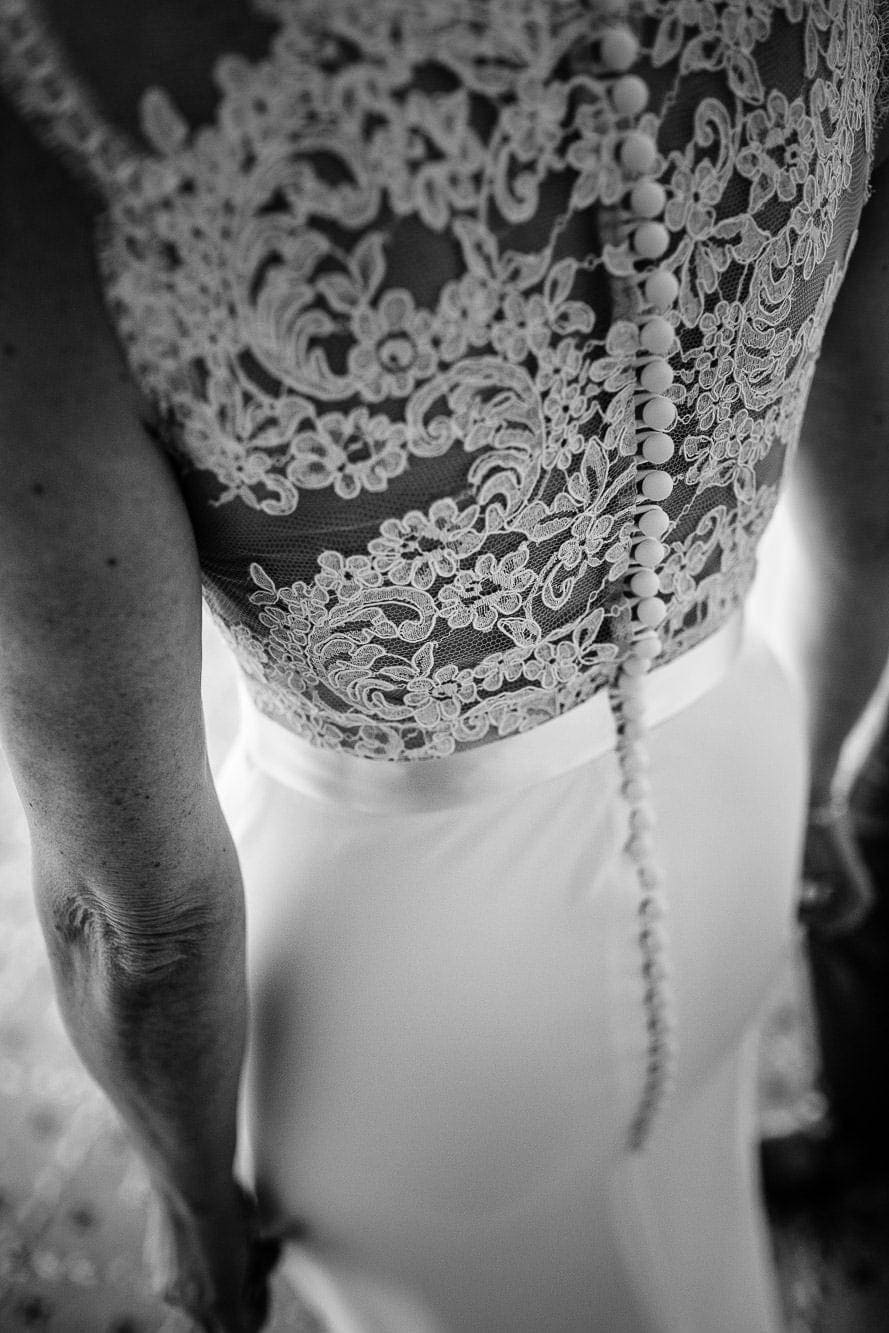 Back of buttoned wedding dress