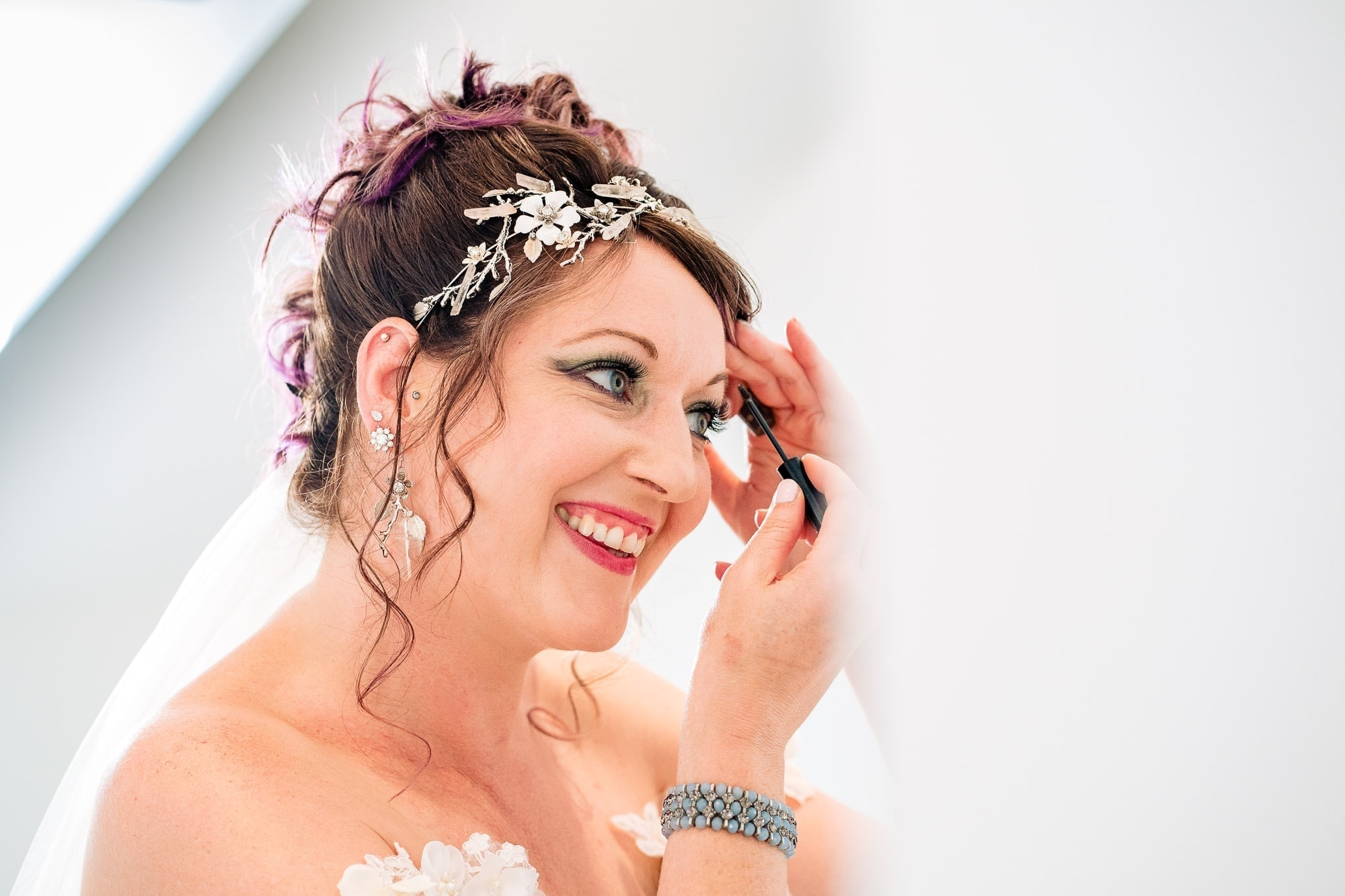 Bride does final touches of makeup